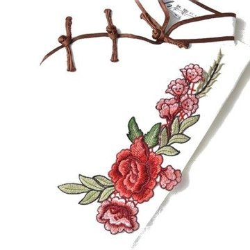 Naszywka haft róża w towarzystwie